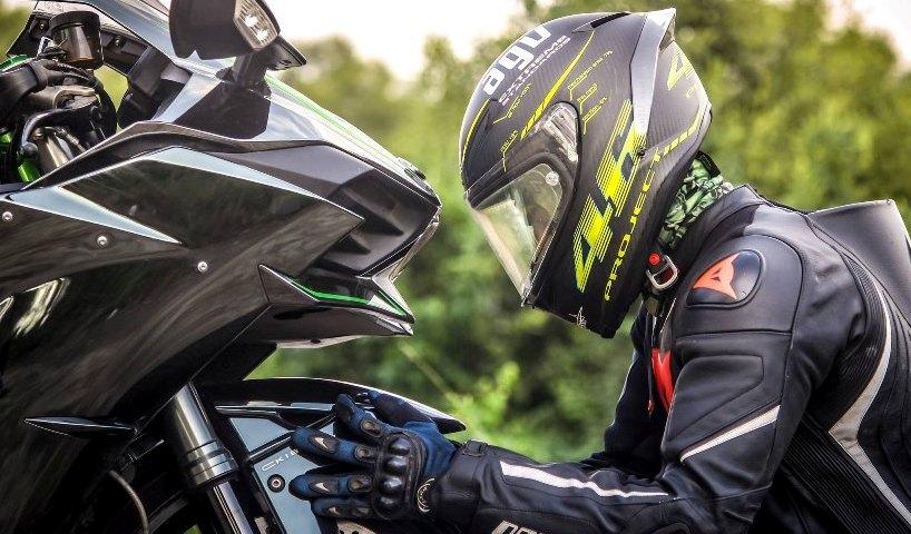 Les équipements indispensables pour être assuré en moto - Groupe Gesco Assurances - Gesco assure !