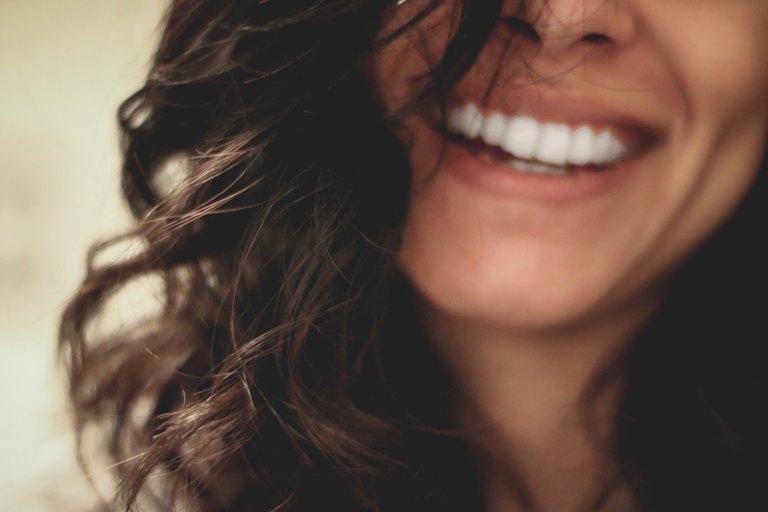 Les soins bucco-dentaires nécessaires avant la pose d'une prothèse - Groupe Gesco Assurances - Gesco assure !